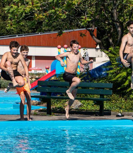 Warme nazomer komt voor veel buitenzwembaden in de regio te laat, in Twello en Bathmen kun je nog wel zwemmen
