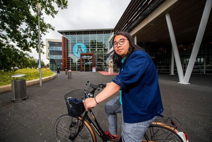 Michael Juan is klaar voor het nieuwe studiejaar. De 20-jarige student uit Indonesië is één van de weinige internationale studenten die naar Apeldoorn is afgereisd.