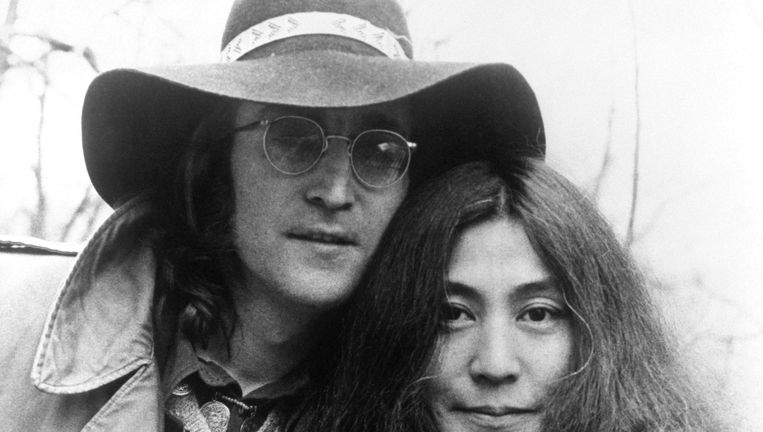 John Lennon en Yoko Ono in 1973, twee jaar na het verschijnen van het iconische Imagine Beeld photo_news