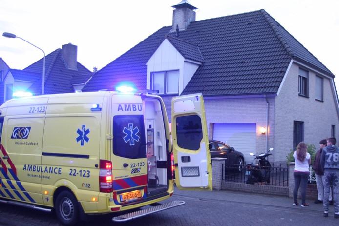 Man valt van dak in Deurne en raakt gewond