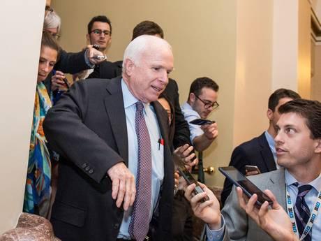 John McCain vloert Donald Trump