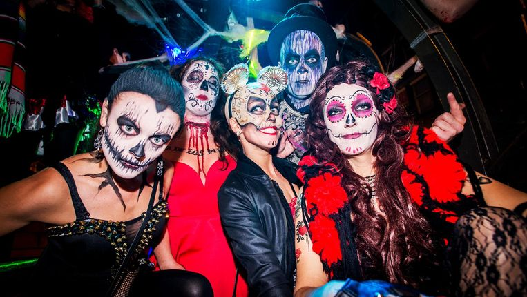 Ga alleen verkleed naar een Halloweenfeestje, anders val je compleet uit de toon. Beeld anp