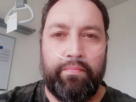 Ziekenhuis Rotterdam te vol, coronapatiënt Metin (42) ligt nu helemaal in Winterswijk: 'Ik heb gehuild in de ambulance'