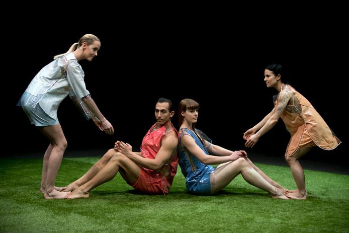 Beeld uit de Pandora's DropBox, voorstelling van de Tilburgse choreografe Katja Heitmann