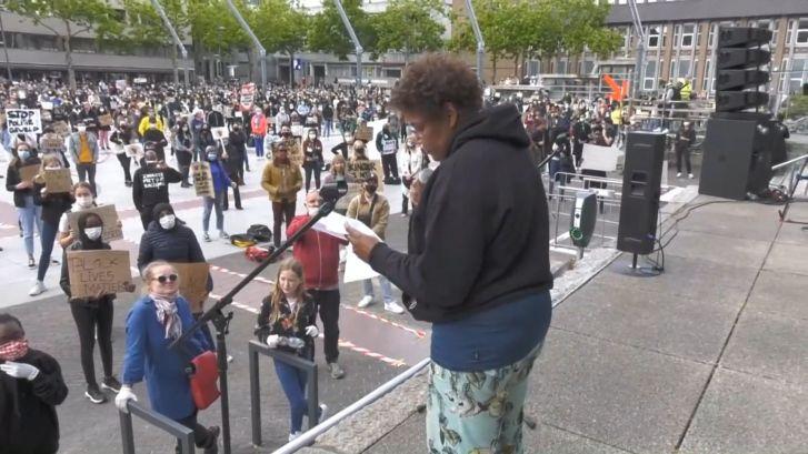 Emotionele speech tijdens protest in Eindhoven: Ik werd gebruikt als huisslaafje
