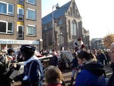 Goede sfeer bij intocht Sinterklaas in koud Apeldoorn