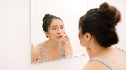 De hitte brengt acne met zich mee, zo raak je ervan af