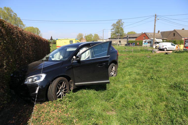 Eén van de voertuigen kwam in een weiland tot stilstand.