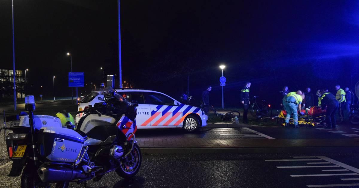 Fietsster zwaargewond na aanrijding met scooter in Doetinchem.