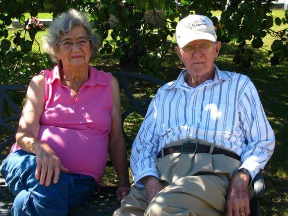 Herbert DeLaigle, 94, en Marilyn Frances DeLaigle, 88, sterven op twaalf uur tijd van elkaar na huwelijk van 71 jaar.