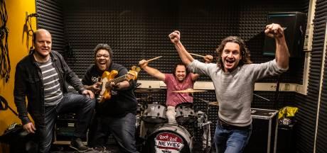 Waarom de Sallandse dialectrockgroep niet alleen blij is met nieuwe frontman, maar ook met zijn vrouw
