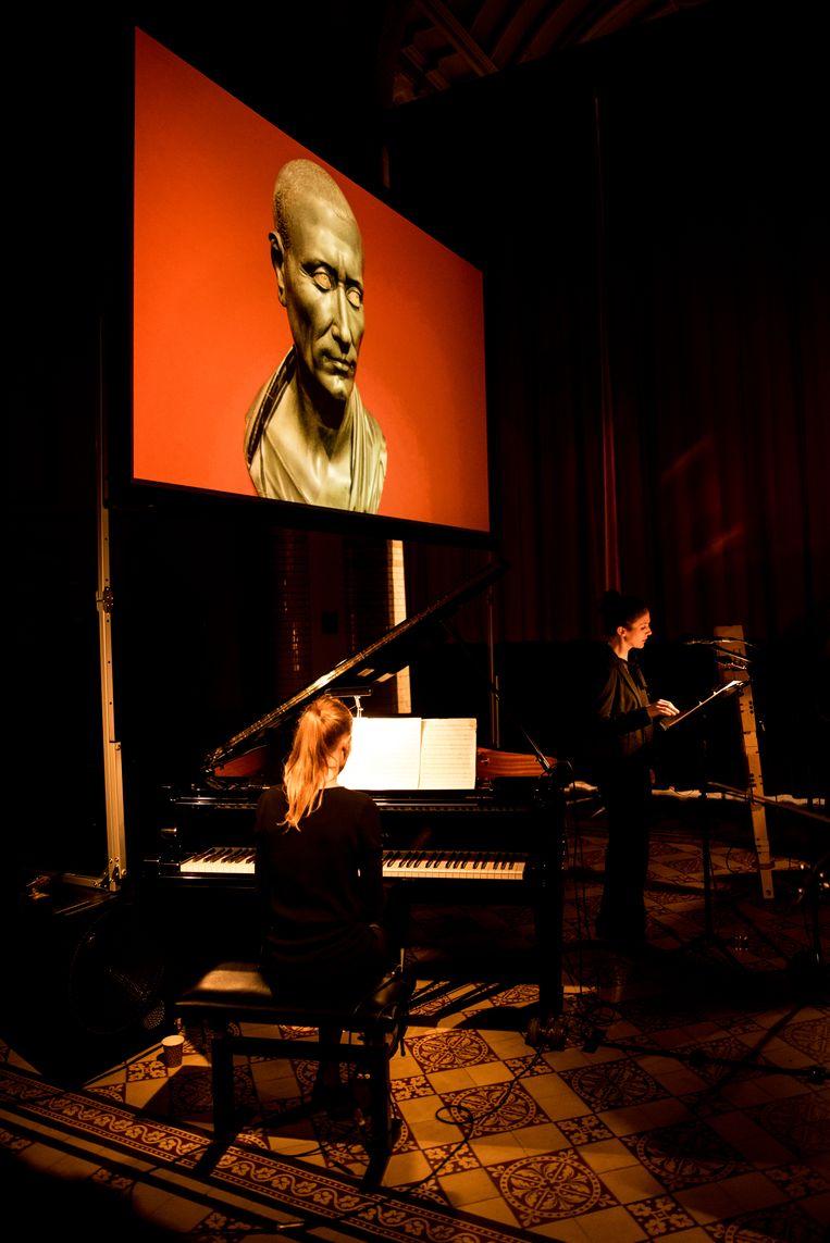 Pianist Saskia Lankhoorn en zangeres Michaela Riener in de concertserie De Link in Tilburg. Beeld Jan Mulders