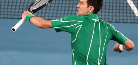 Un Djokovic indomptable maîtrise Federer et rejoint la finale