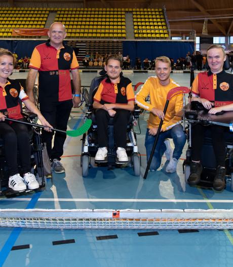 Elektrisch rolstoelhockey: Dubbele saamhorigheid en net zo spannend