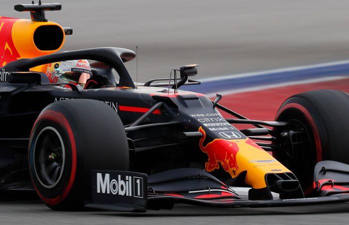 Max Verstappen snelt in de kwalificatie naar P2.