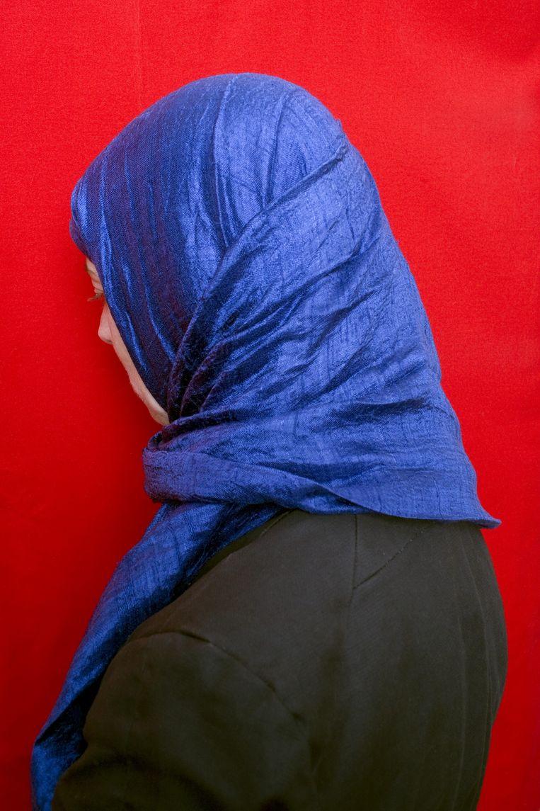 Moslima met hoofddoek. Deze vrouw is niet Müserref. Beeld Jörgen Caris