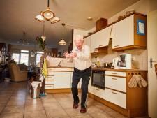 Iedereen wordt blij van 'dansopa' (86), maar hij voelt slechts gemis