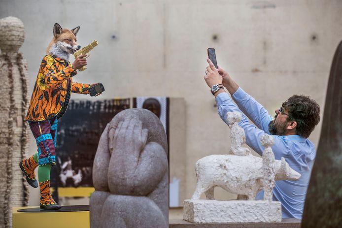 In het fotogenieke museum vallen altijd mooie foto's te schieten, zoals hier bij het beeld Revolution Kid (Fox) van Yinko Shonibare.