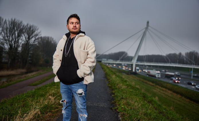 """Aloali Kananpour vluchtte met zijn familie van Iran naar Nederland. ,,Mijn vader kon kiezen: of werken bij de geheime dienst, of de gevangenis in."""""""