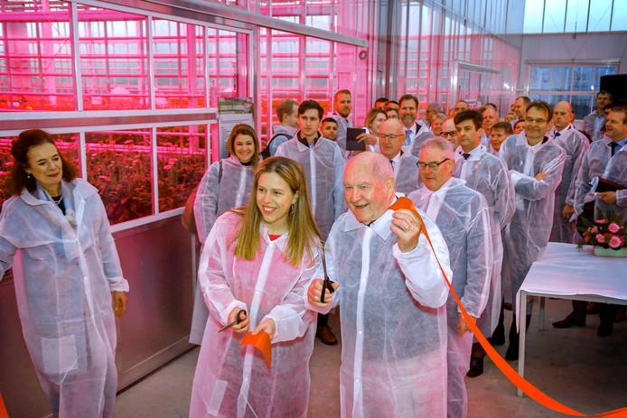 Sonny Perdue, de Amerikaanse minister van Landbouw, opent samen met zijn Nederlandse collega Carola Schouten KAS2030, de nieuwste klimaatneutrale kas van de Universiteit Wageningen in Bleiswijk.