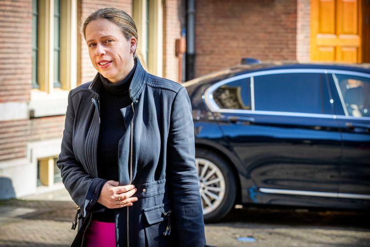 Minister Carola Schouten van Landbouw komt aan voor de wekelijkse ministerraad op het Binnenhof, 27 Maart 2020. Beeld