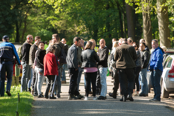 Zoekactie naar Ellen Hagenbeek in het bos langs de Elspeterweg  in Nunspeet. Foto Bram van de Biezen