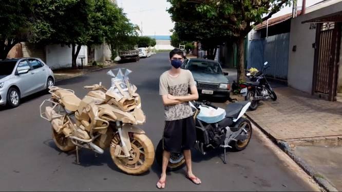 Tiener bouwt replica's van motoren in karton