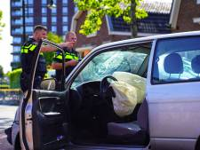 Bestuurder gewond na botsing tegen stilstaande auto in Oosterhout