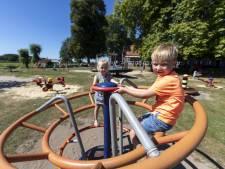 Hoogspel bij Delden: een uitspanning met rennende kinderen tussen de tafels