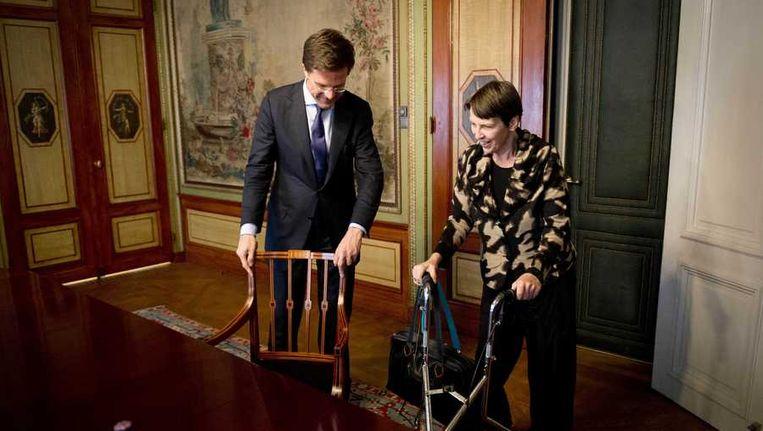 Premier Mark Rutte ontvangt Jetta Klijnsma tijdens de kabinetsformatie. Beeld anp
