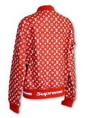 Deze rode, leren baseballjas van Louis Vuitton kwam in 2017 voort uit een samenwerking tussen het populaire Amerikaanse Supreme en het Franse modehuis (3500 euro).