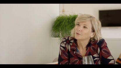 """""""Mama lag in het ziekenhuis, papa liet ons in de steek"""": Lynn Wesenbeek praat in 'Het Huis' over haar jeugd"""