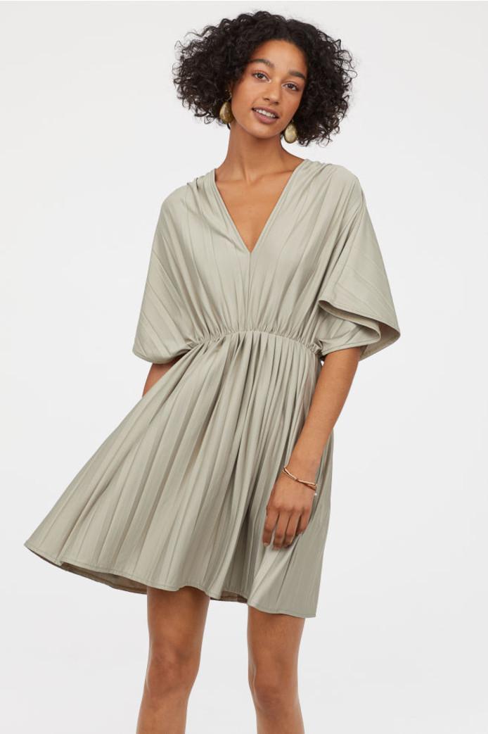 Robe courte et plissée - 34,99 euros