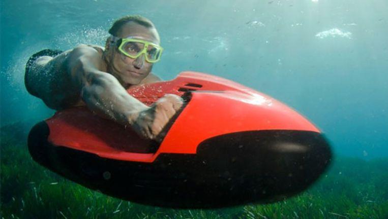 De Nederlanders wilden de cocaïne wegsluizen met behulp van een Seabob-onderwaterscooter, zegt de aanklager.