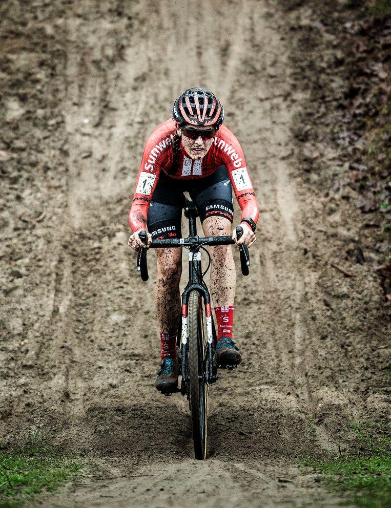 Nederlandse veldrijdsters fietsen onder Belgische vleugels
