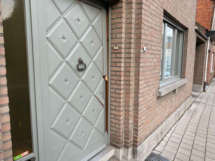 In de Grote Kapellelaan in Lede beukten agenten eveneens een deur van een woning in.