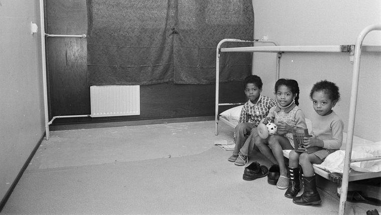 De Gliphoeve in 1974: kinderen in een gekraakte flat Beeld Hans Peters