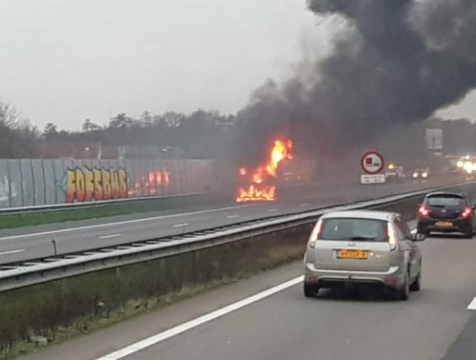 De autobrand op de A28 ter hoogte van Ermelo.