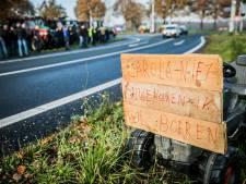 Boeren voeren actie: tientallen tractoren langs snelwegen in de regio