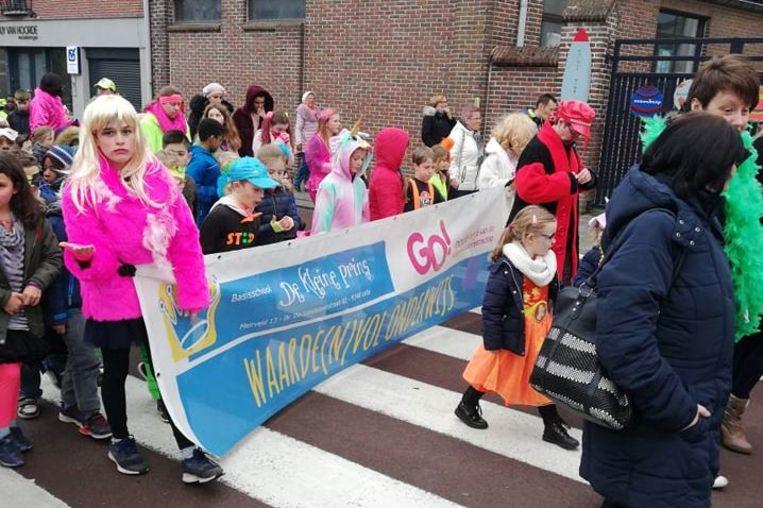 De kindercarnavalsoptocht van De Kleine Prins Lede gebeurde vorig jaar nog zonder confetti.