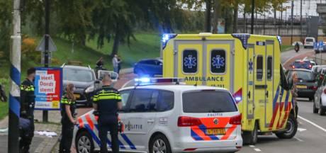 Fietser met spoed naar ziekenhuis na ernstige aanrijding in Dordrecht
