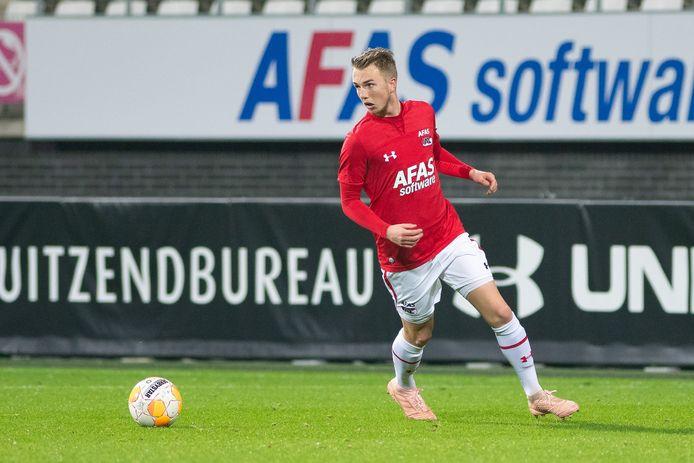 Justin Bakker in actie namens Jong AZ