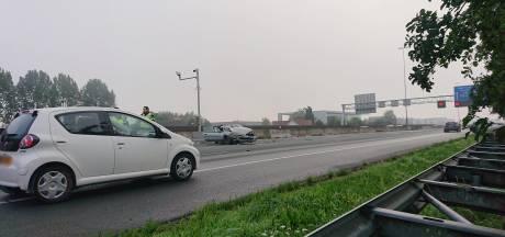 Rijstrook afgesloten door ongeval op A12 bij Ede