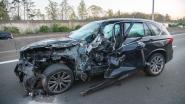 Lichtgewonde na crash tussen auto en truck op E19