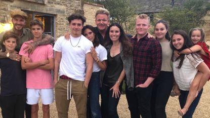 Zie jij waarom? Familiefoto van Victoria Beckham lokt grote verontwaardiging uit