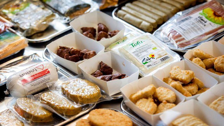 Vleesvervangers bij de vegetarische snackbar in Den Haag. Beeld anp