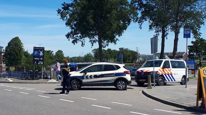Handhaving en politie blokkeerden rond 14.15 uur de entree van het molengebied.