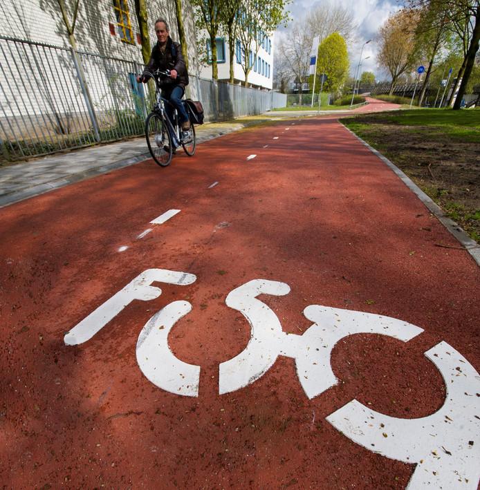 Het  fietspad bij het Pierson College in Den Bosch.