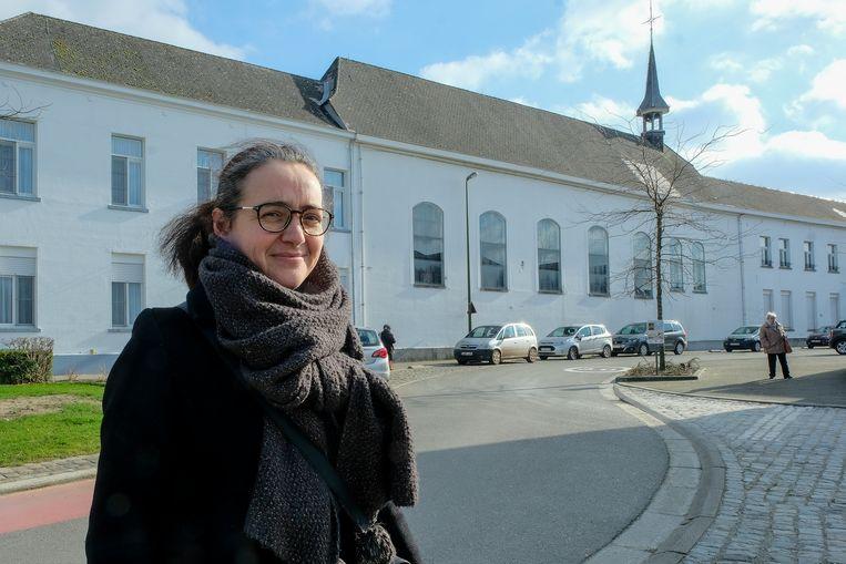 Nele Vanderhulst startte een petitie voor het behoud van het klooster en de kapel. Beide gebouwen dreigen te moeten verdwijnen voor de nieuwbouw van het MS Center.