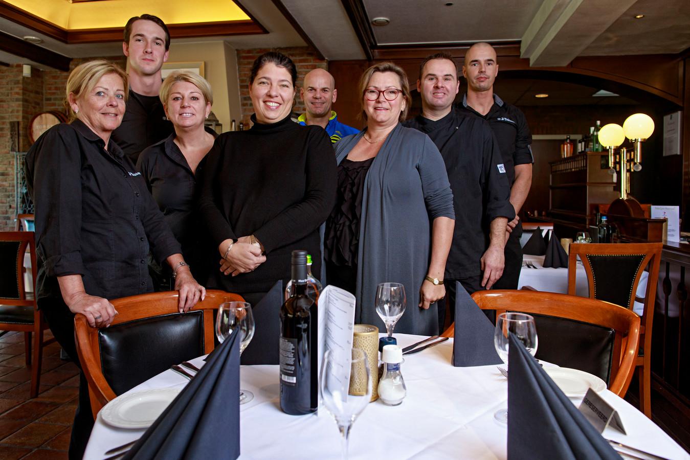 Het personeel van De Druiventros, met in het midden voorop Janny.